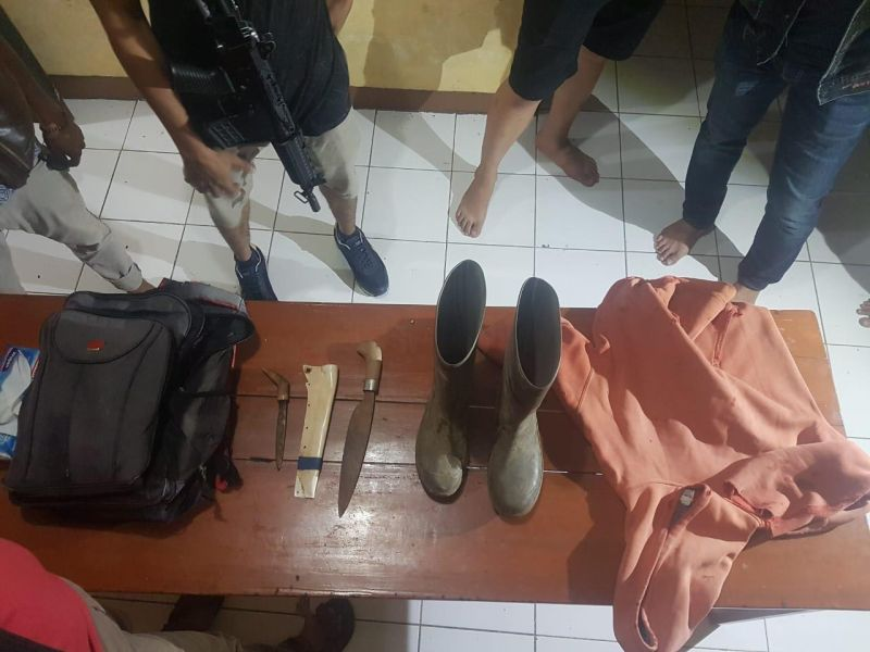 Barang Bukti Pembunuhan Bocah Penggembala di Takalar, Sulsel (foto: Herman/Okezone)