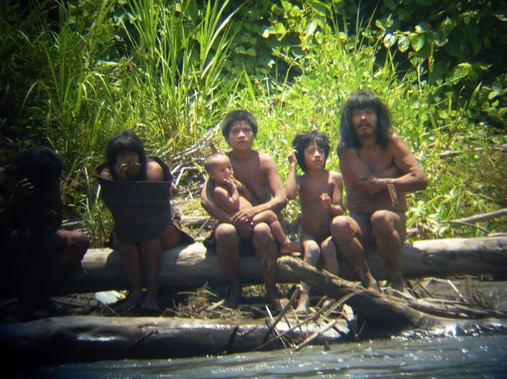 5 suku terasing di dunia yang jauh dari kehidupan modern okezone news rh news okezone com