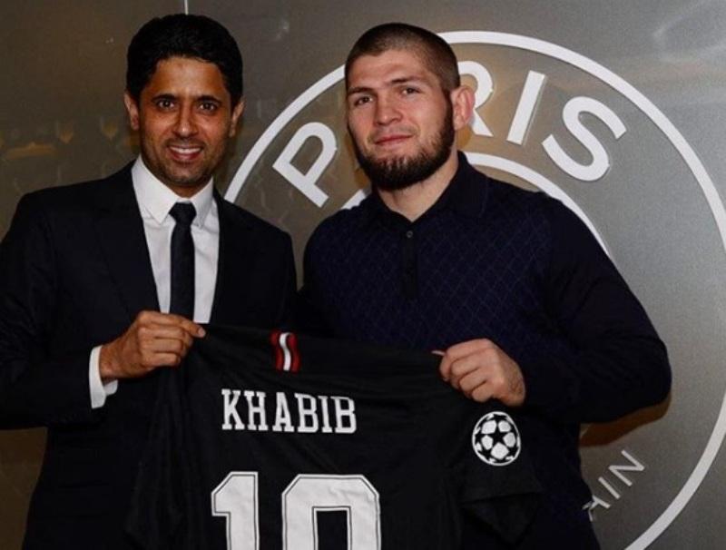 Khabib Nurmagomedov bersama pemilik PSG Nasser Al Khelaifi