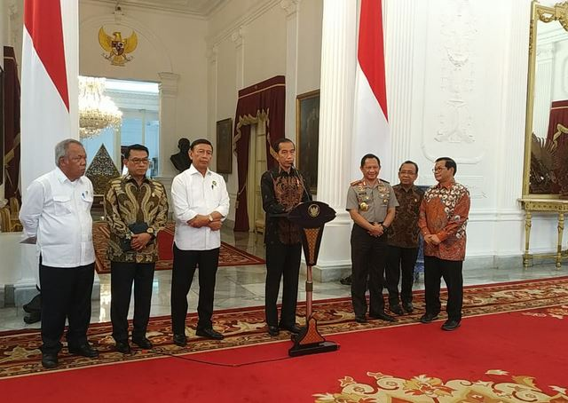 Jokowi di Istana