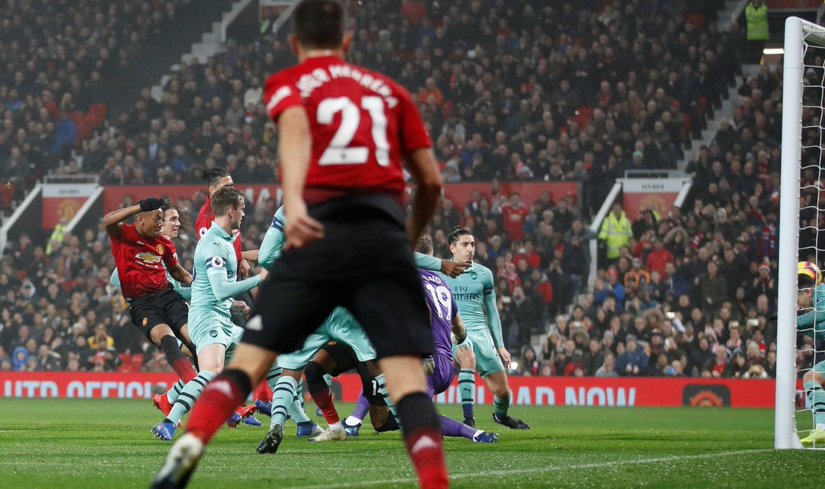 Anthony Martial mencetak gol pertama Man United
