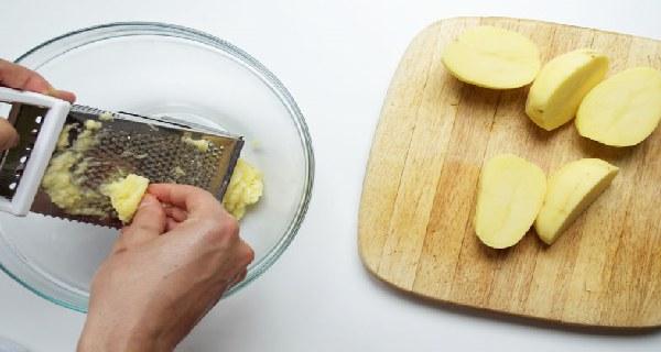 Bahan yang kamu perlukan yaitu 1 buah kentang. 1 sdm cuka sari apel, dan air secukupnya.