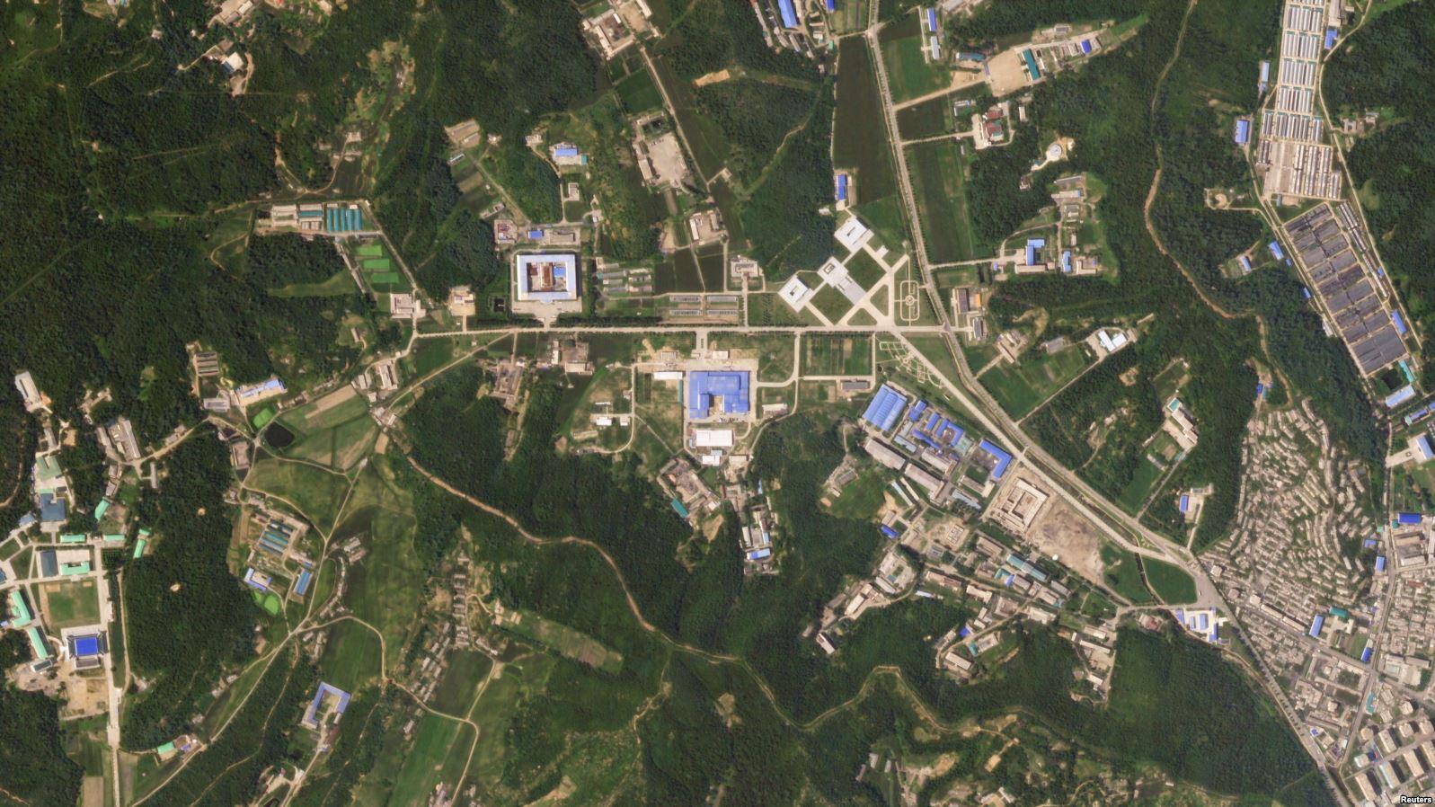 Pangkalan Misil Korut dari foto satelit (VoA)