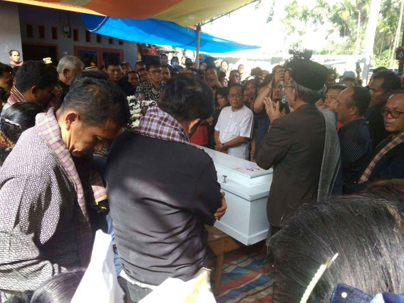 Jenazah Korban KKB, Efrandi Hutagaol Tiba di Rumah Duka (foto: Robert/OKezone)