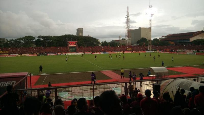 Laga PSM Makassar vs PSMS Medan