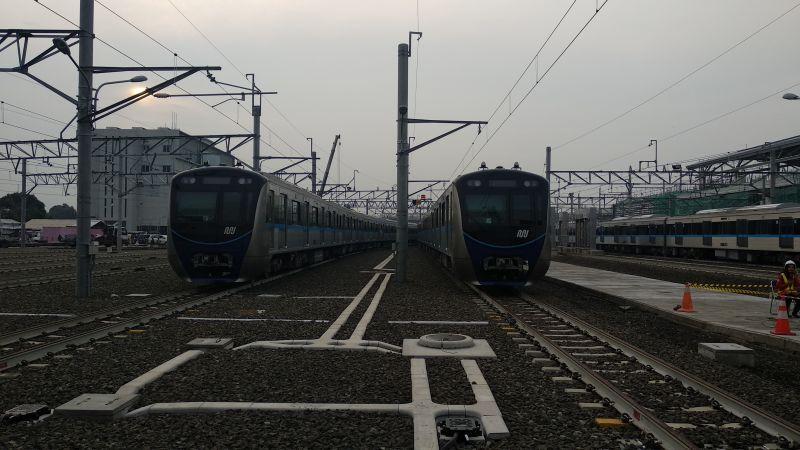 Gubernur DKI Jakarta Anies Rasyid Baswedan Tinjau Kesiapan Kereta MRT Jakarta dari Rute Bundaran HI ke Depo Lebak Bulus (foto: Fadel P/Okezone)