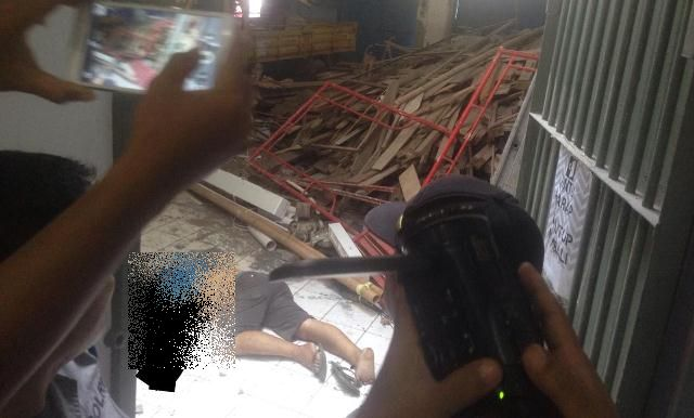 Teknisi parabola jatuh dari lantai 4 gedung