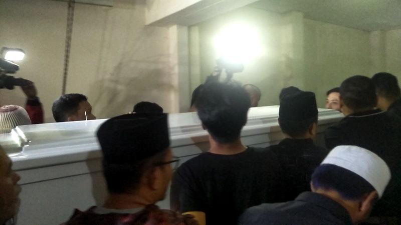Jenazah herman Sikumbang 'Seventeen' tiba di rumah duka