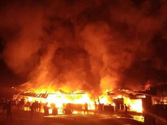 Kebakaran Puluhan Rumah di Sibolga (foto: Istimewa/Kasubbag Humas Polres Sibolga)