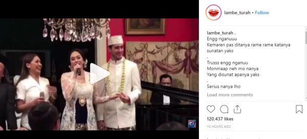 aura kasih mengenakan kebaya putih saat menikah