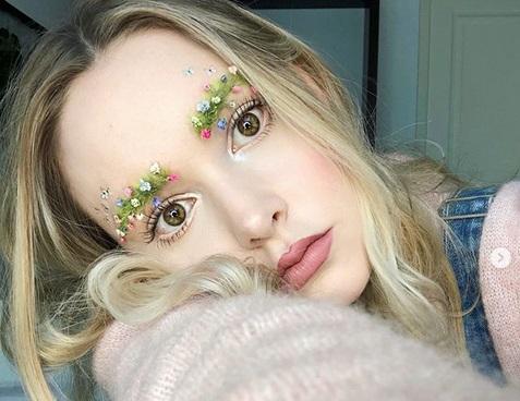 Satu lagi tren kecantikan aneh dari Youtuber, Taylor R