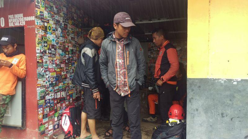 Persiapan Pencarian Pendaki yang Dikabarkan Hilang di Gunung Lawu (foto: Bramantyo/Okezone)