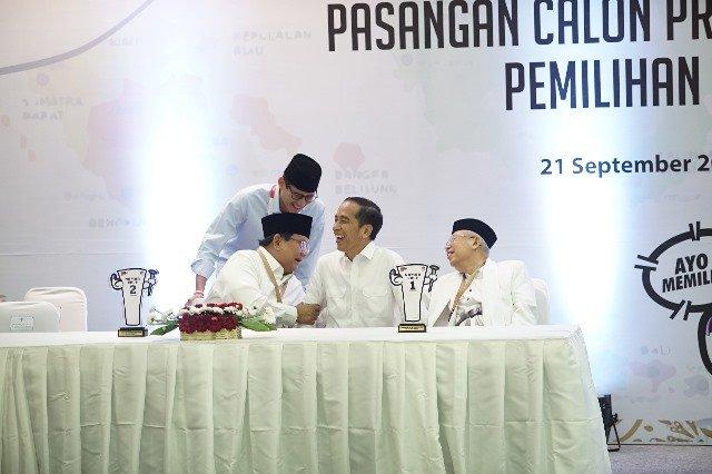 Jokowi-Ma'ruf dan Prabowo-Sandi. (Foto: Okezone)