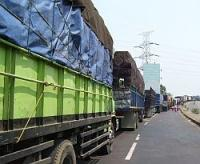 Antrean Kendaraan di Suramadu Capai 1 Km pada H 7 Lebaran