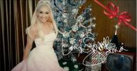 Pamer Pose dengan Pohon Natal, Gwen Stefani Siapkan Album Baru?
