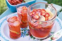 POP SUGAR: Kembalikan Semangat dengan 2 Minuman Segar, Ini Resep <i>Milky Fruit Punch</i> dan Es Buah Santan!