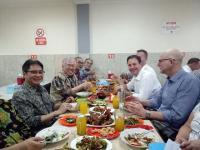 Simak! Ini Cerita 2 Menteri Perdagangan RI dan Australia Makan di Pinggir Jalan