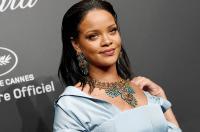 Dipuji Kritikus Fesyen, Sandal Hak Tinggi Rihanna Malah Dicibir Penggemar