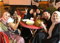 Keseruan Laudya Cynthia Bella dan Suami Rela Keluar Malam untuk Belah Duren