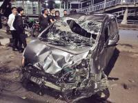Duar! Honda Jazz Alami Kecelakaan Tunggal di Jalan Gatot Subroto, Bagian Depan Rusak Parah