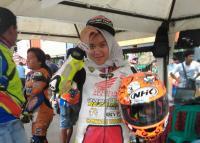 Ayatussypa, Pembalap Cantik yang Targetkan Juara di Sirkuit Manggul Lahat