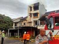 Ruko di Pondok Kopi Jaktim Terbakar, 12 Damkar Dikerahkan untuk Padamkan Api