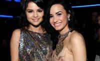 Demi Lovato Ungkap Masa Sulit Lewat Simply Complicated, Selena Gomez Kirim Pesan Cinta