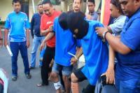 <i>Rasain</i>! 2 Pelaku Perampokan Modus Pecah Kaca Mobil di Cirebon Didor Polisi