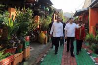 Hary Tanoe dan Danny Pomanto Menyapa Warga Lorong Garden Makassar