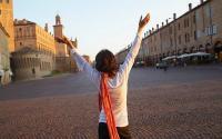 Wanita <i>Solo Traveling</i>? Siapa Takut, Simak Dulu Tipsnya ala Desainer Dian Pelangi
