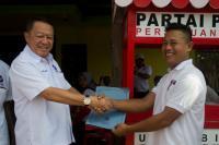 Terima Bantuan Gerobak Perindo, Pedagang Kecil di Banjarnegara Bersyukur