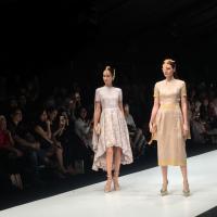 Barli Asmara Angkat Pesona Keindahan Batik dan Songket Jambi di Panggung Jakarta Fashion Week 2018