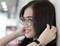 Pose Kenakan Kacamata, Melody JKT48 Bikin Netizen 'Diabetes'