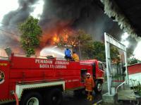 Kebakaran Disertai Ledakan Melanda Pabrik Tiner di Tangerang, 8 Damkar Diterjunkan ke Lokasi