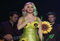 Alasan Katy Perry Dilarang Tampil di Victoria's Secret Fashion Show, Kostum Bunga Matahari