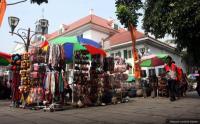 Keluhkan Jam Berdagang, PKL Kota Tua: Kita Kayak Dicekik!