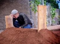 LIVE DAHSYAT: Ayahanda Jadi Orang Pertama di Pemakaman Keluarga Irfan Hakim