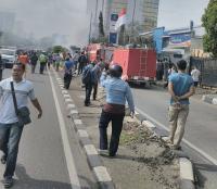Imbas Bus Terbakar di Jalan S Parman, Exit Tol Slipi Dialihkan