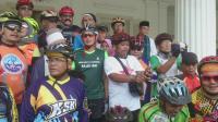 Pagi-Pagi Sandiaga Bersepeda ke Tanah Abang: <i>Alhamdulillah</i> Lumayan Rapi Bersih