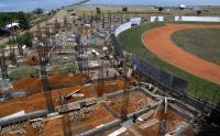 Bangunan Tribun Selatan Stadion Barombong Roboh