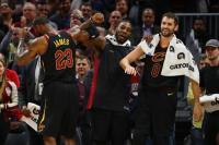 Hasil Pertandingan NBA: Cleveland Cavaliers dan Golden States Warrios Masih Terlalu Perkasa