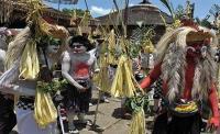 Gunung Agung Meletus, Wisatawan Asing Tetap Antusias Saksikan Tradisi <i>Ngerebeg</i> di Ubud