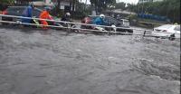 Tips Pertolongan Pertama Menangani Mobil yang Terendam Banjir