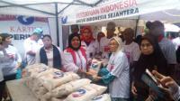 Kartini Perindo Bagikan 300 Paket Beras di Tambora, Warga: Kegiatan Ini Sangat Dibutuhkan