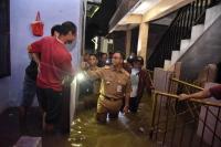 Pujian Anies untuk Pasukan Pelangi yang Tak Lelah Berjibaku Hadapi Banjir