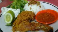 Makan Siang Makin Nikmat dengan Ayam Goreng Kremes & Sapo Tahu Seafood