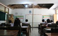 Potret Pendidikan di Pedalaman, Murid Belajar di Ruang Guru yang Reyot