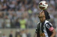 Ronaldinho Pensiun dari Dunia Sepakbola