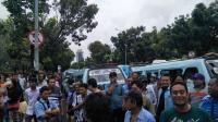 Imbas Penutupan Jalan di Tanah Abang, Puluhan Angkot Demo di Balai Kota DKI