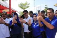 Gaya Pendukung Ichsan Yasin Limpo di Pilgub Sulsel saat Salam Empat Jari